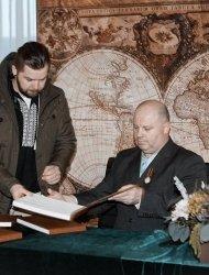 Свою «Хату під стріхою» Володимир Козюк презентував всій Україні